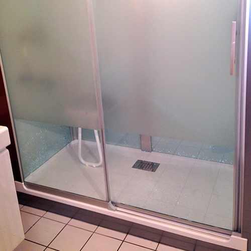 travaux de r novation d une salle de bain. Black Bedroom Furniture Sets. Home Design Ideas